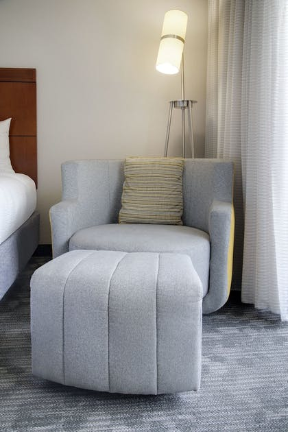 Room | Courtyard by Marriott Addison Midway