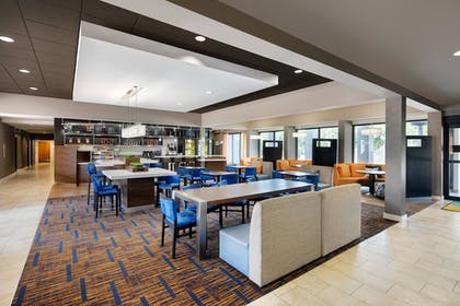 Lobby | Courtyard by Marriott Addison Midway