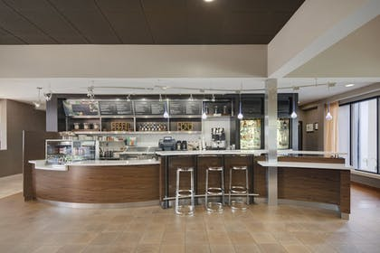 Bar | Courtyard by Marriott Addison Midway