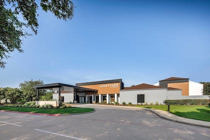 Exterior | Courtyard by Marriott Addison Midway