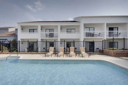 Outdoor Pool | Courtyard by Marriott Addison Midway