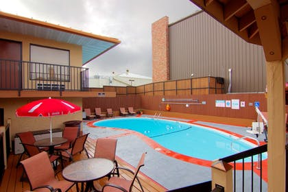 Pool | Best Western Center Pointe Inn