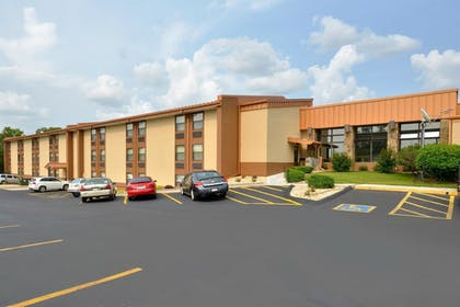 Property Grounds | Best Western Center Pointe Inn