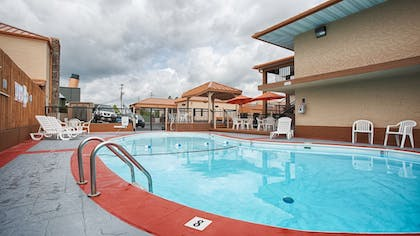 Outdoor Pool | Best Western Center Pointe Inn