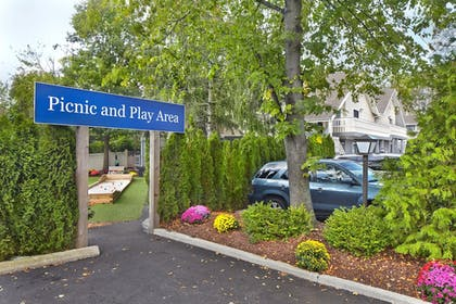 BBQ/Picnic Area | New Haven Village Suites