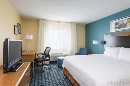 Guestroom | Fairfield Inn & Suites Jackson