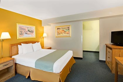 Guestroom | Travelodge by Wyndham Rapid City