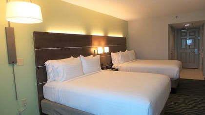 Guestroom | Holiday Inn Express & Suites Oceanfront