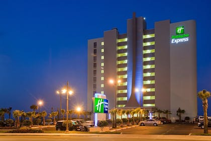 Exterior | Holiday Inn Express & Suites Oceanfront