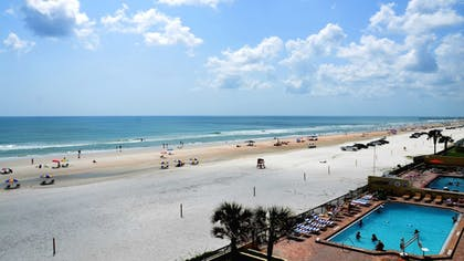 Balcony | Holiday Inn Express & Suites Oceanfront