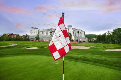 Golf | The Peaks Resort and Spa