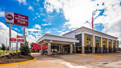 Exterior | Best Western Plus Bloomington East Hotel