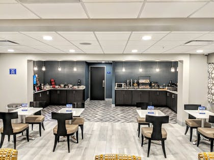 Breakfast Area | Best Western Plus Bloomington East Hotel