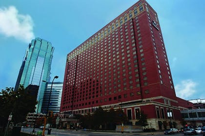 Hotel Front | Hilton Minneapolis
