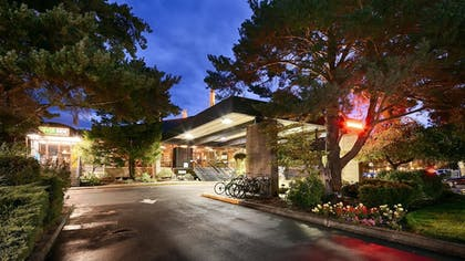 Hotel Front - Evening/Night | Best Western Plus Hood River Inn