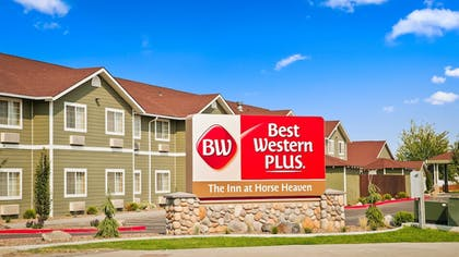 Hotel Front | Best Western Plus The Inn at Horse Heaven