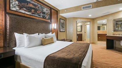 | Junior Suite, 1 King Bed, Non Smoking, Refrigerator & Microwave | Best Western Premier Grand Canyon Squire Inn