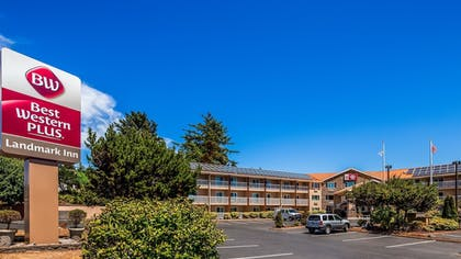 Exterior | Best Western Plus Landmark Inn