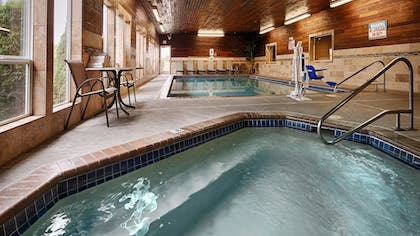 Pool | Best Western Plus Landmark Inn