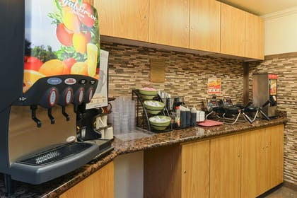 Breakfast Area | Best Western Plus Landmark Inn