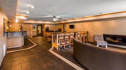 Lobby | Best Western Plus Landmark Inn