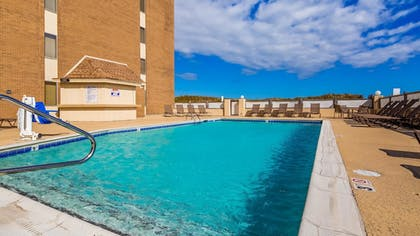 Pool | Best Western Ocean Reef Suites