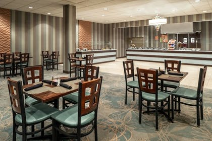 Breakfast Area | Wyndham Springfield City Centre