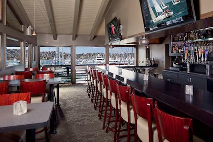 Sports Bar | Best Western Plus Island Palms Hotel & Marina