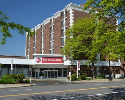 Hotel Front | Best Western Plus Genetti Hotel & Conference Center