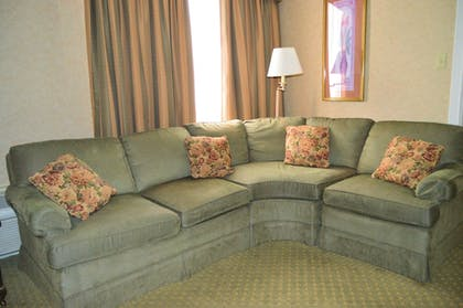 Living Area | Best Western Plus Genetti Hotel & Conference Center
