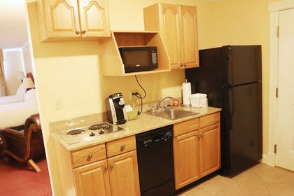 In-Room Kitchenette | Best Western White House Inn