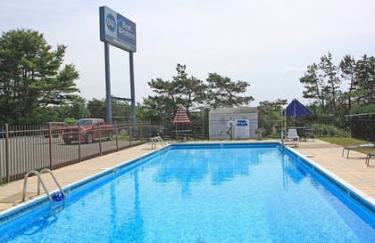 Outdoor Pool | Best Western White House Inn