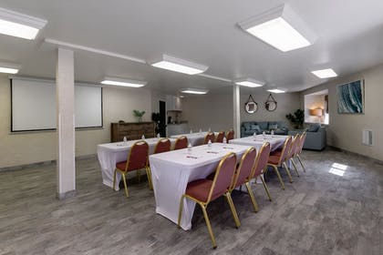 Meeting Facility | Ramada by Wyndham Costa Mesa/Newport Beach