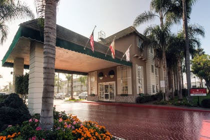 Hotel Entrance | Ramada by Wyndham Costa Mesa/Newport Beach