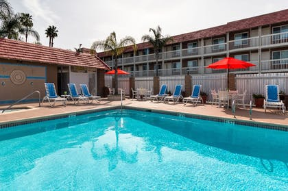 Pool | Ramada by Wyndham Costa Mesa/Newport Beach