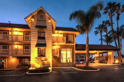 Hotel Front - Evening/Night | Ramada by Wyndham Costa Mesa/Newport Beach