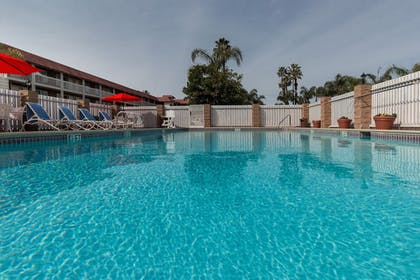 Outdoor Pool | Ramada by Wyndham Costa Mesa/Newport Beach