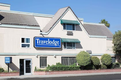 Exterior | Travelodge by Wyndham Ocean Front