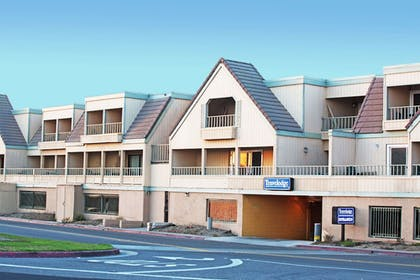 Featured Image | Travelodge by Wyndham Ocean Front