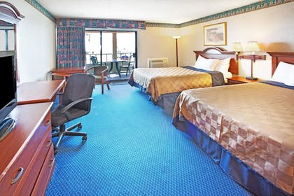 Guestroom | Travelodge by Wyndham Ocean Front