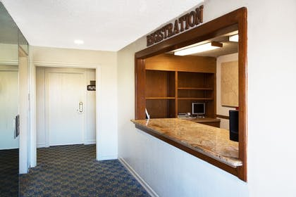 Lobby | Travelodge by Wyndham Ocean Front