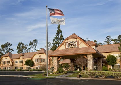 Featured Image | Ayres Hotel Corona East