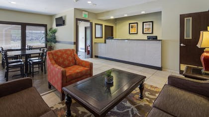 Lobby | Best Western Crossroads Inn