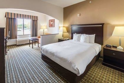 Room   Quality Suites Burleson - Ft. Worth