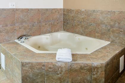 Jetted Tub   Quality Suites Burleson - Ft. Worth