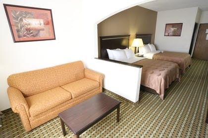 Guestroom   Quality Suites Burleson - Ft. Worth
