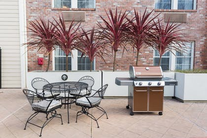 BBQ/Picnic Area | TownePlace Suites by Marriott Sunnyvale Mountain View