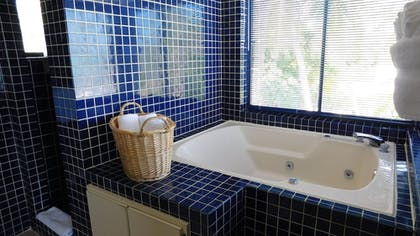 Jetted Tub | Pines & Palms Resort