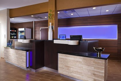 Lobby | Fairfield Inn & Suites by Marriott Houston Hobby Airport.