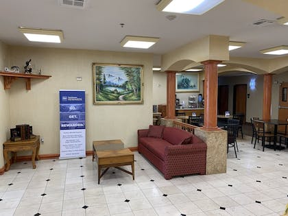Lobby Sitting Area | SureStay Plus Hotel by Best Western Mesquite